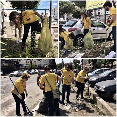 Emergenza rifiuti a Roma: magliette gialle Pd puliscono la città