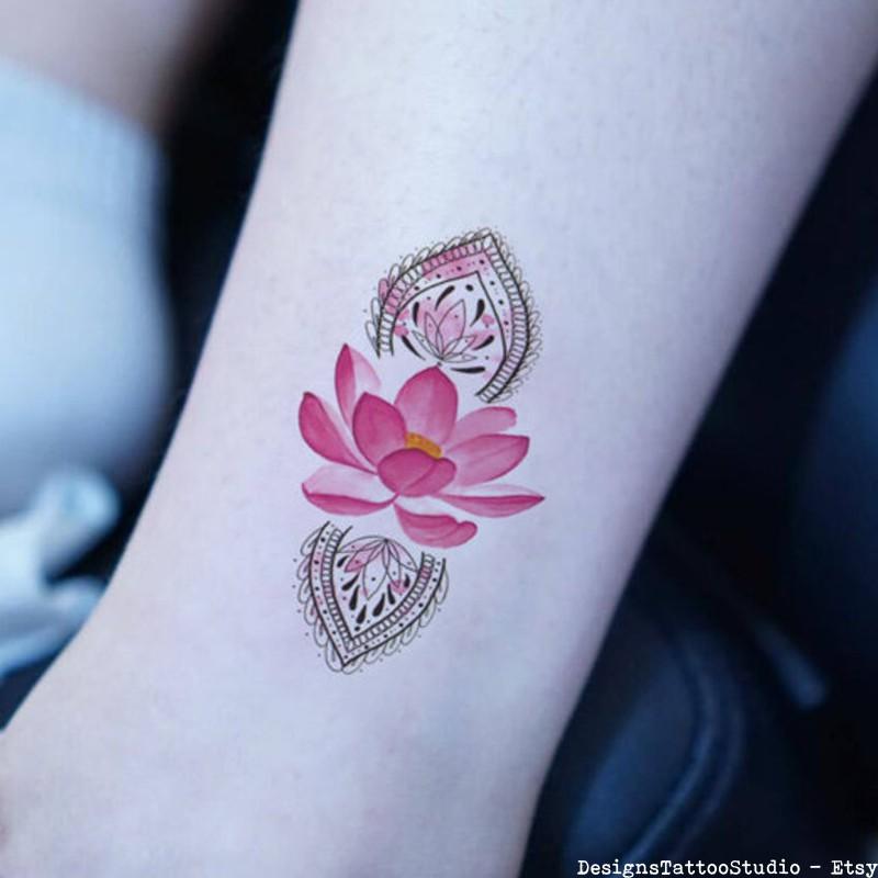 Tatuagem de flor de lótus simbologia