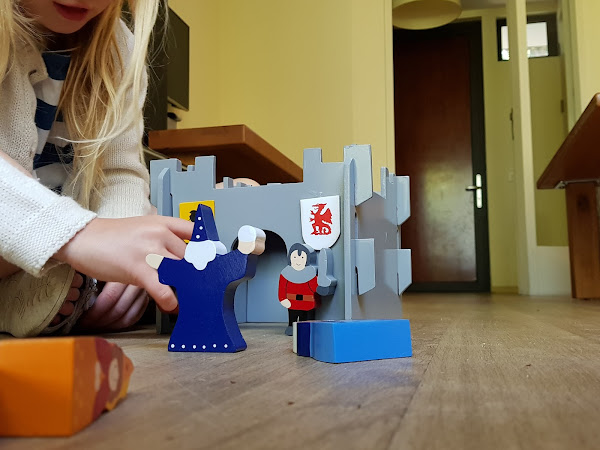 Review: Wooden Castle from SRI Toys