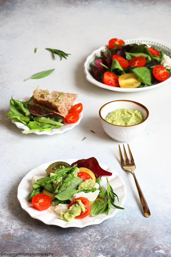 Asparagi, mozzarella e pesto di rucola e mandorle