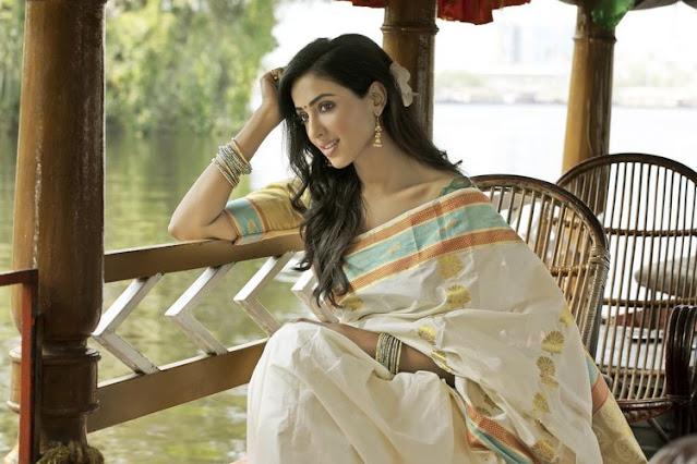 Telugu Actress Riya Suman Latest Pics In Saree Navel Queens