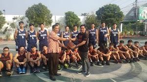 Salam Persahabatan Tim Basket SMA KK dan Universitas Pelita Harapan