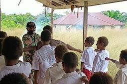 Tingkatkan Kedisiplinan Siswa-Siswi SD YPPK Kampung Kawagit, Personil Satgas TMMD Latihkan PBB