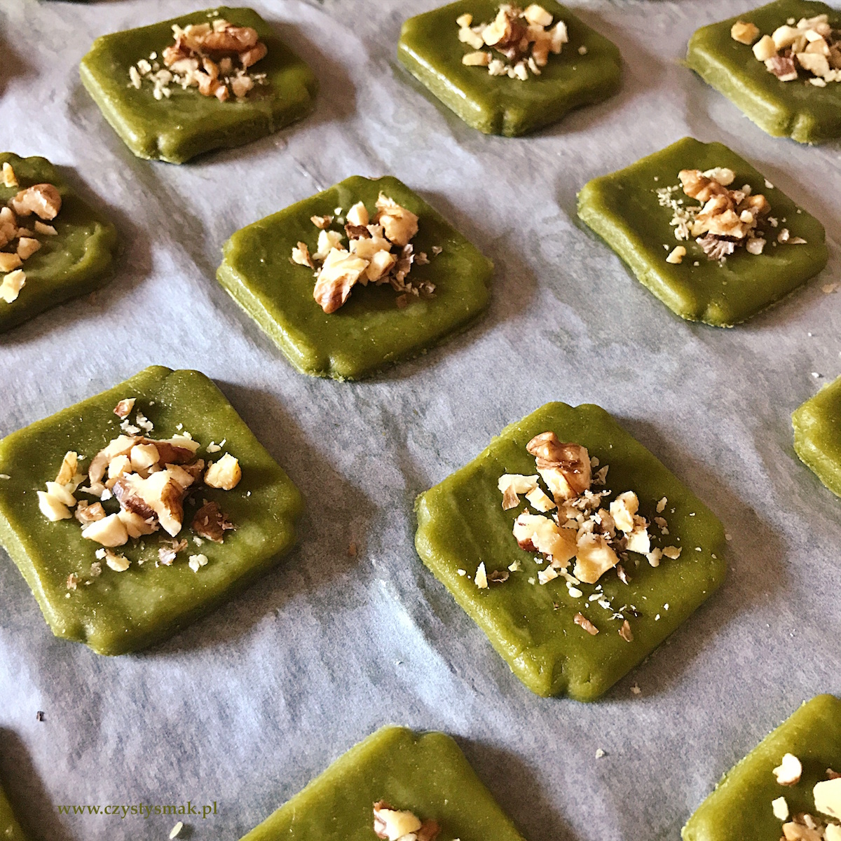 Zielone kruche ciasteczka matcha