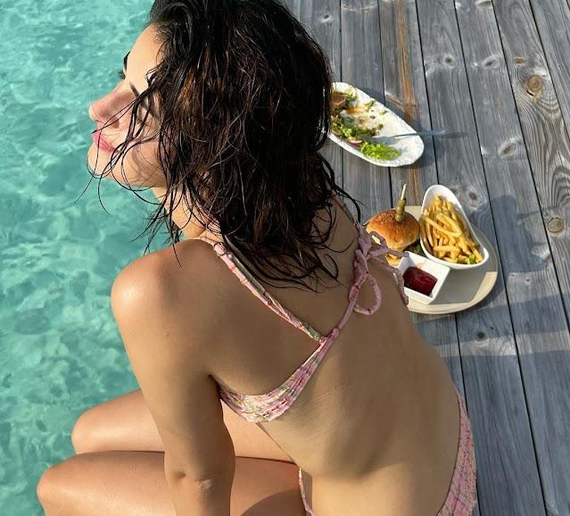 ananya-panday-hot-swimsuit-and-bikini-photos-from-maldives-see-photos