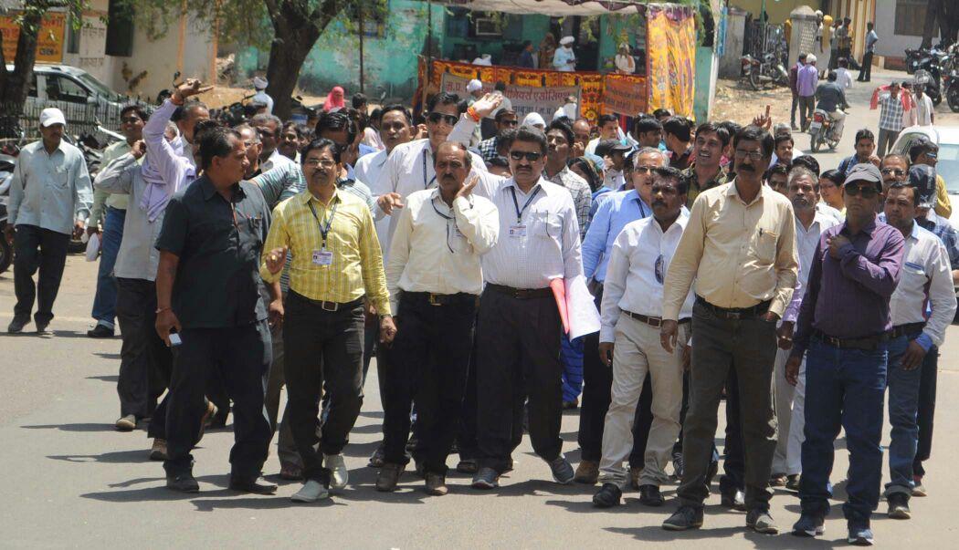 Patwari-and-Revenue-Inspector-Sangh-removed-the-rally-and-handed-over-memorandum-पटवारी एवं राजस्व निरीक्षक संघ ने रेैली निकाल कर सौपा ज्ञापन