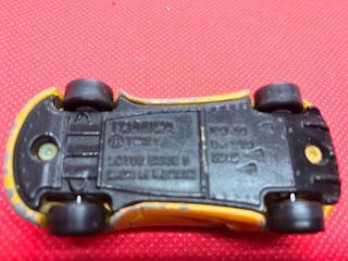 ロータス エキシージ S のおんぼろミニカーを底面から撮影