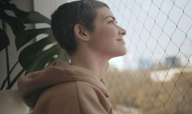 Anahí de Cárdenas lanza canción que narra su historia con el cáncer de mama