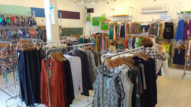 86efb0c75 Visão geral da área do bazar. Tudo limpinho e organizado!