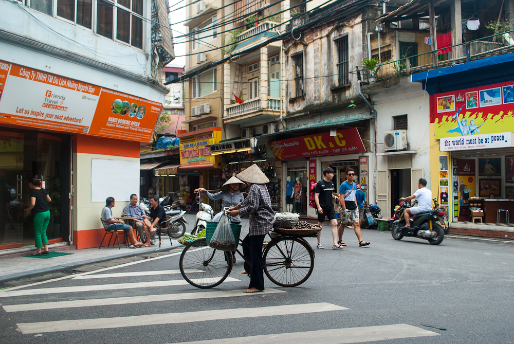 images of the hanoi streets
