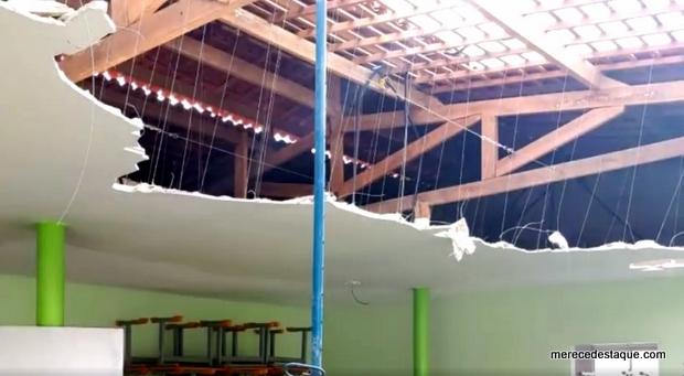 Teto de creche recém inaugurada em Santa Cruz desaba; vereadores de oposição denunciam e secretário de Educação responde