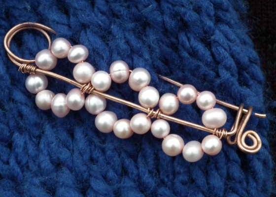 How To Make A Wire Safety Pin Style Shawl Pin