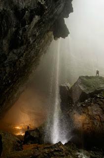 Catarata en la Cueva Mamut, Vietnam