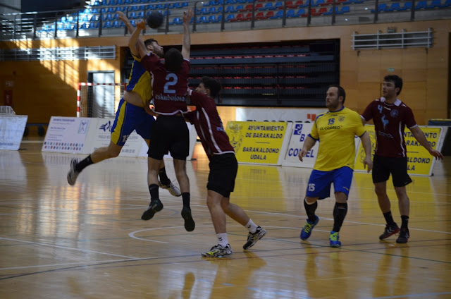 Balonmano | El Barakaldo derrota al Somos Eibar con unos extraordinarios quince minutos finales