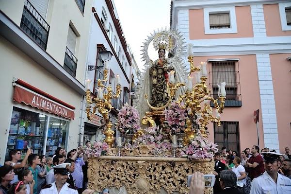 Horarios e Itinerarios de las procesiones del Carmen del Puente de Triana y Carmen de San Gil en Sevilla hoy