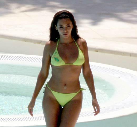 Beyonce Knowles Bikini Pics 22