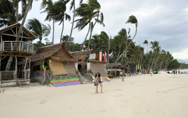 Philippines to close Boracay resort