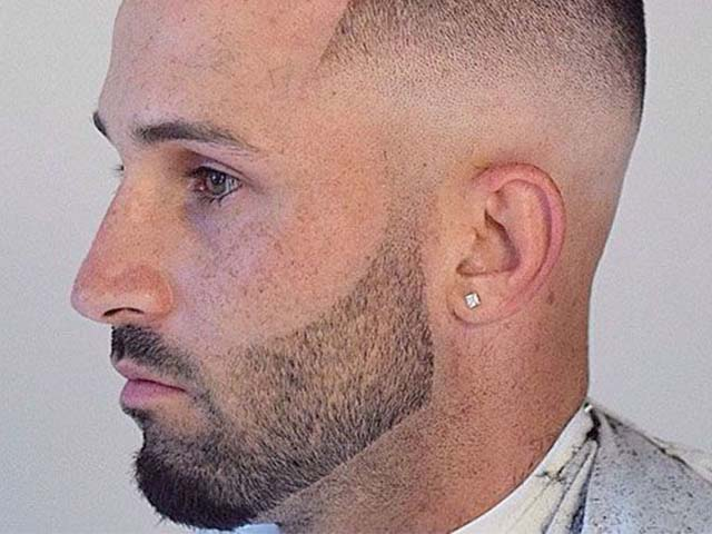 This beard style has very short hair on the cheeks but the length of the hair on the chin is also quite good.