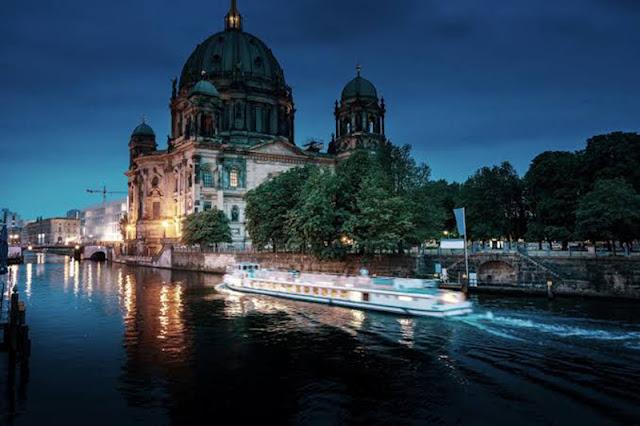 Passeio de barco pelos pontos turísticos em Berlim