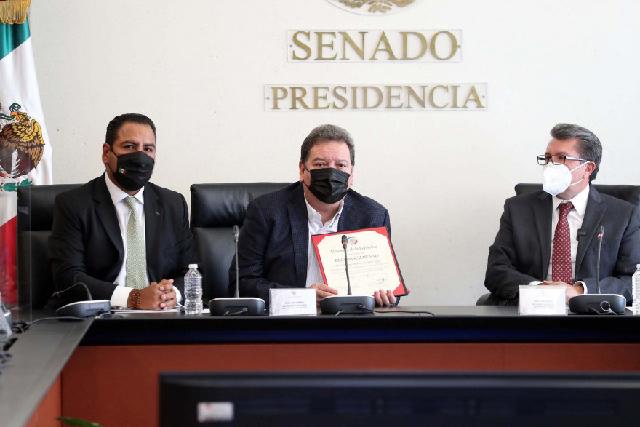 Reconoce el Senado trayectoria musical de Marco Antonio Muñiz Vega