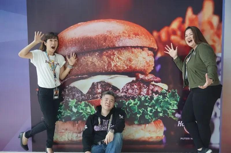 Hard Rock Cafe Puteri Harbour, hard rock cafe, hard rock cafe malaysia, hard rock hotel, hard rock burger, job hard rock cafe, hard rock merchandise,
