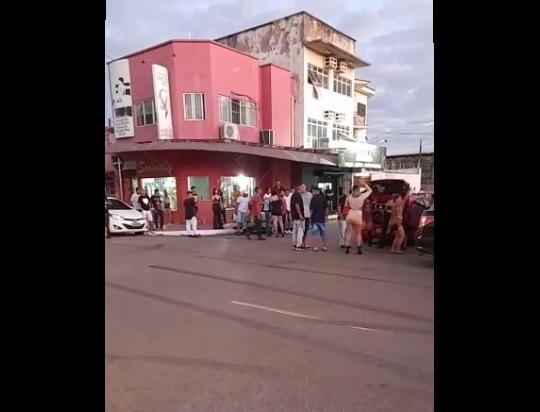 SEM MEDO DA COVID: Final de semana de festas e aglomerações em ruas e boates da capital