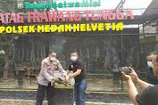 Ketua Pewarta Sumbang Penyu ke Taman Mini Tatag Trawang Tungga