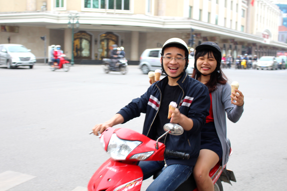 Hanoi moped, Vietnam - lifestyle & travel blog