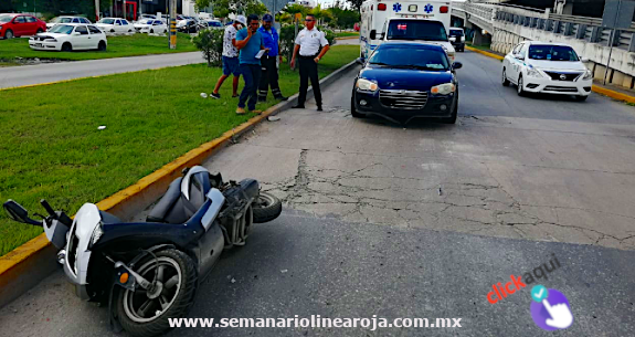 Motoneto al hospital tras ser impactado por un automóvil