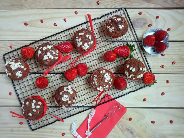 muffins-de-plátano-avena-y-fresas
