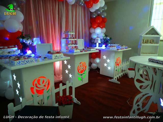 Decoração de aniversário de meninas com flores de rosas - Festa de adultos