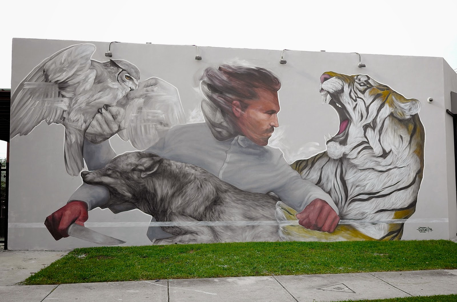 Evoca1 is back in Florida where he spent the last few days working on this new piece somewhere on the streets of Miami.
