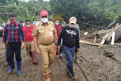 Tinjau Langsung Korban Banjir Bandang Desa Pangu dan Wioi, Gubernur Olly Berikan Bantuan