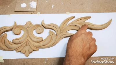 منحوتة خشبية بزخارف نباتية