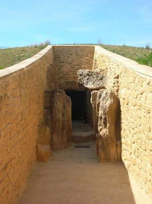 L'ingresso al Dolmen di Viera.