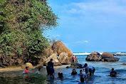 Pantai Cidora Rancabuaya, Menikmati Alam Yang Sangat Mempesona
