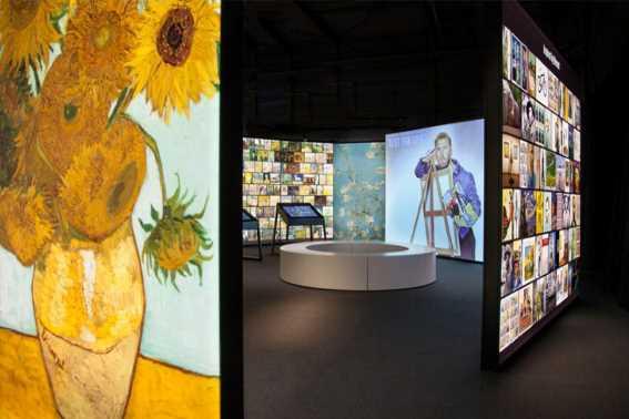 Mengagumi Karya Seni di Museum Van Gogh