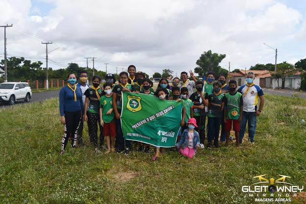 Desbravadores realizam plantio de árvores na av. São Sebastião