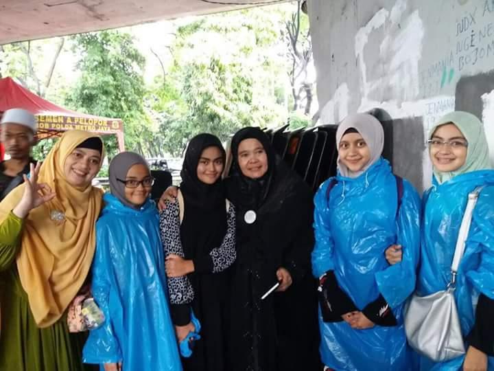 Allahu Akbar Istri Dan Anak Anak Habieb Rizieq Ikut Aksi 212 Wajada