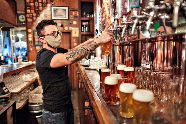 Mendoza: A partir del martes próximo se suspenderían reuniones familiares, bares y deportes