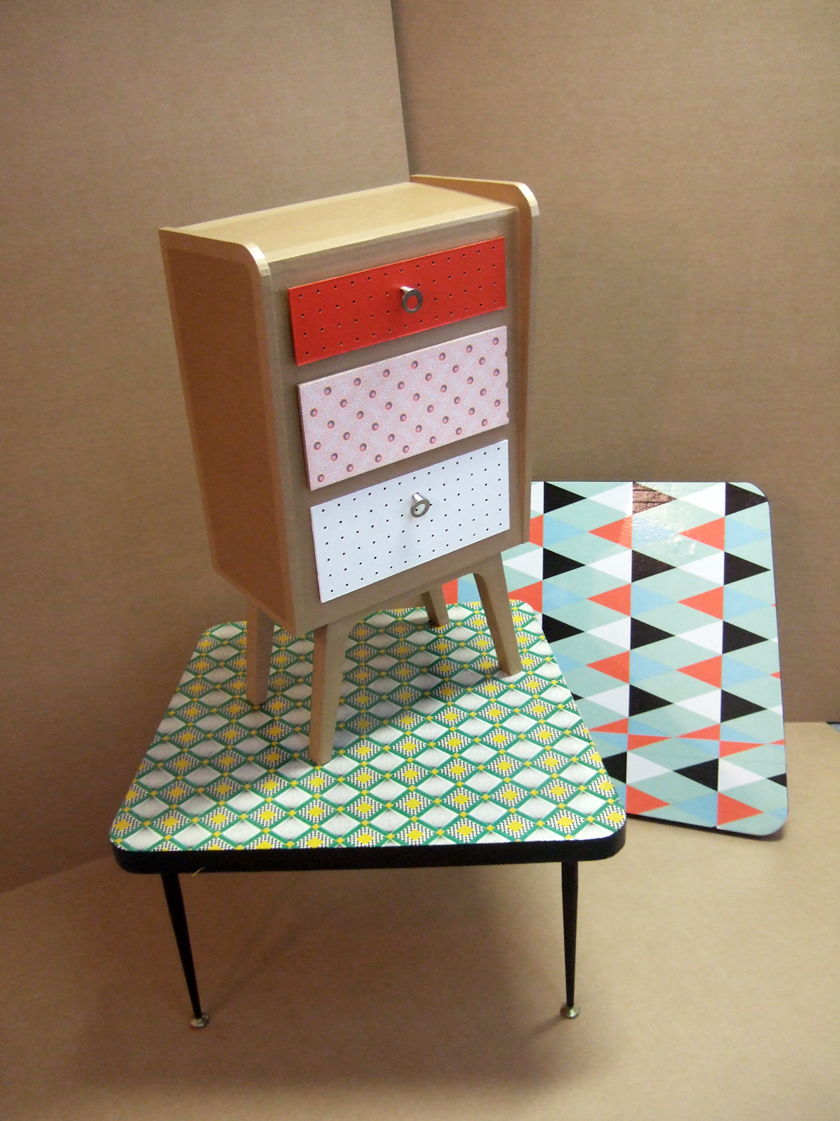 juliadesign meuble en carton table basse. Black Bedroom Furniture Sets. Home Design Ideas