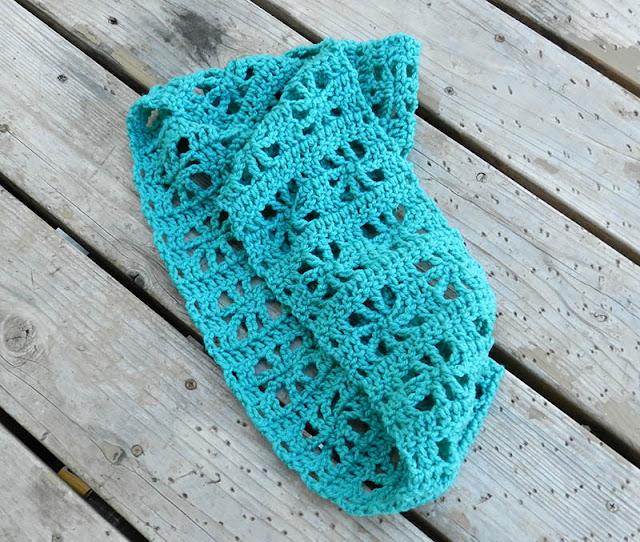 crochet cube infinity scarf
