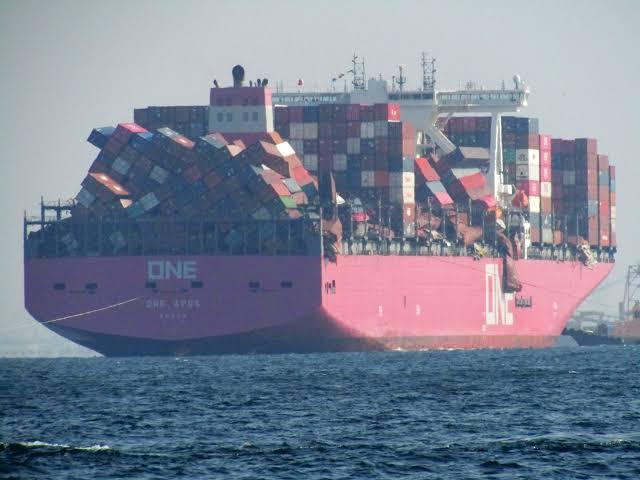 Se espera que la desestiba de contenedores del ONE Apus lleve varias semanas más