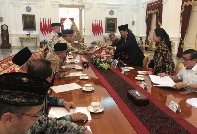 Detik-Detik Presiden Jokowi Tandatangani Perpres No. 87/2017