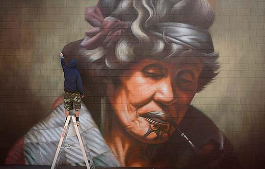 Arte urbano y pintura al aire libre de Owen Dippie