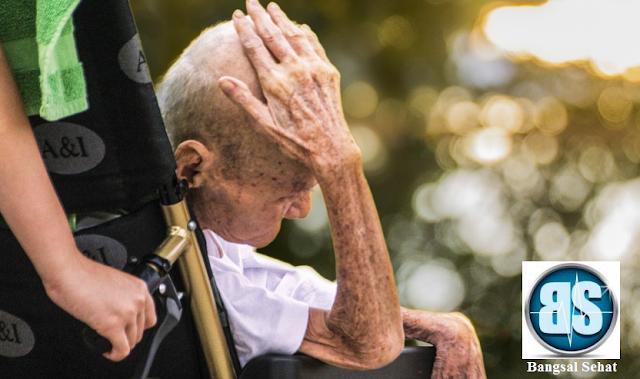 Resiko jatuh pada pasien lanjut usia atau geriatri sangat tinggi Penilaian Resiko Jatuh Pada Lansia Dengan Skala Ontario Modified Sratify - Sydney Scoring