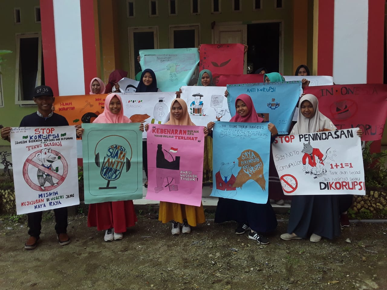 Mahasiswa Diberi Tugas Galang Gerakan 100 Poster Anti Korupsi