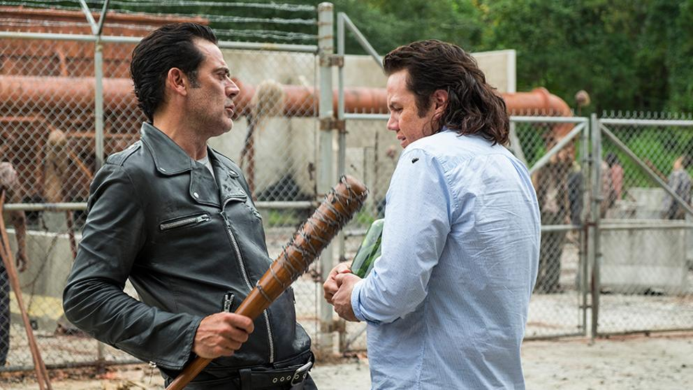 Negan y Eugene en el episodio Hostilities and Calamities de The Walking Dead