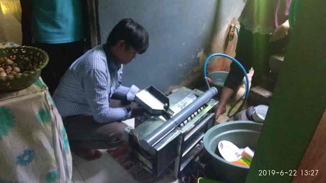 Proses penggunanan mesin pengupas dan pembersih telur puyuh