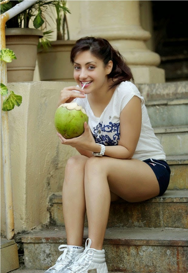 Actress Gurlin Chopra Latest Hot Stills Photos